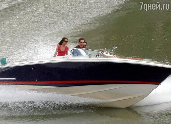 Тому Крузу удалось однажды выручить из беды семью, спасавшуюся на плоту от пожара на своей яхте