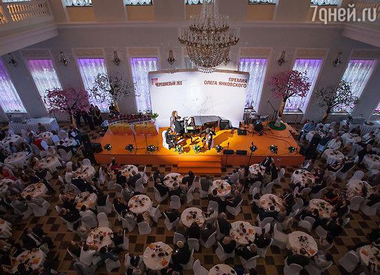 Открылась церемония концертной программой Дениса Мацуева, подготовленной специально для этого события