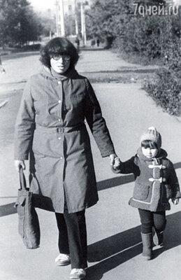 Моя мама Наталья Алексеевна была типичной отличницей. Много лет твердила, что не родился еще такой мужчина, который ее покорит