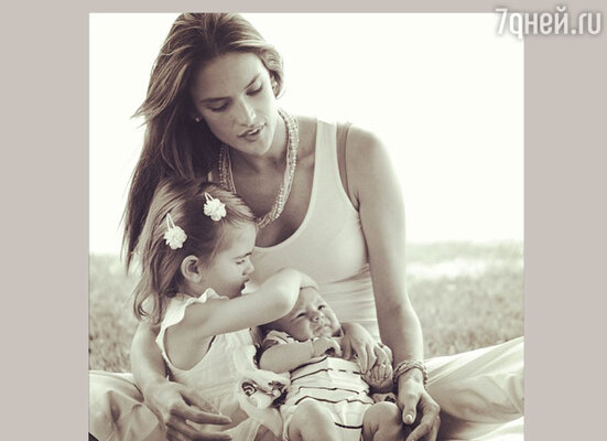 Алессандра Амбросио мама двух детей: четырехлетней Ани Луизы и годовалого Ноа Феникса