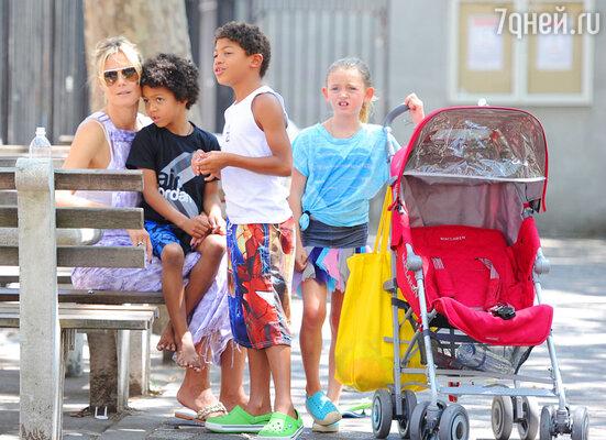 Хайди Клум, у которой четверо детей — девятилетняя Хелен Бошовен, семилетний Генри Гюнтер Адемола Дашту, шестилетний Йохан Райли Федор Тайво и трехлетняя Лу Сулола, решила в праздничный день расслабиться!
