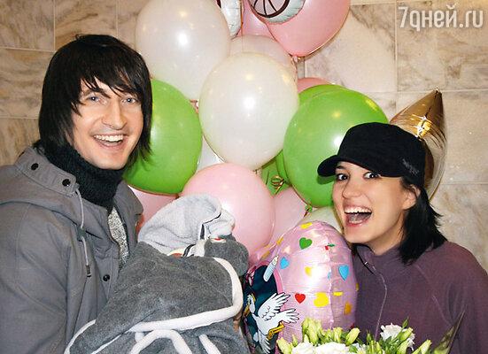 Первую фотографию с маленькой Оливией счастливые родители Дима и Маша доверили напечатать только «7 Дням»