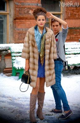 Анну Михайловскую готовят ксъемке. Любопытно, чтозимние сцены снимали виюле, сискусственным снегом