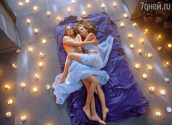 В постельной сцене Анны Михайловской и Риналя Мухаметова романтика зашкаливает