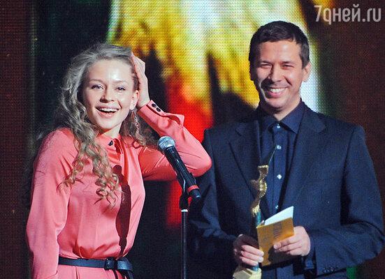 Актриса Юлия Пересильд, победившая в номинации «Лучшая женская роль второго плана» (фильм «Край»), и актер Андрей Мерзликин