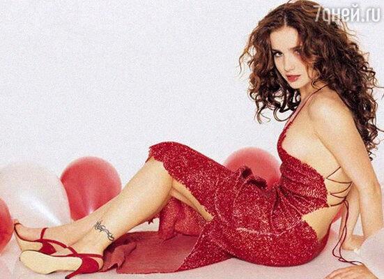 Красавица Орейро просто обожает красный цвет. И 90 процентов своих нарядов конструирует сама