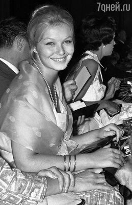 «Марину Влади у нас в Союзе все обожали, а я буквально боготворила, вырезала ее портреты из«Советского экрана»