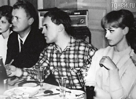 «Марина пыталась переключить внимание Володи с Татьяны Иваненко, актрисы Театра на Таганке, наменя. Ее она считала своей соперницей, а меня — нет». Высоцкий и Иваненко. Конец 60-х годов