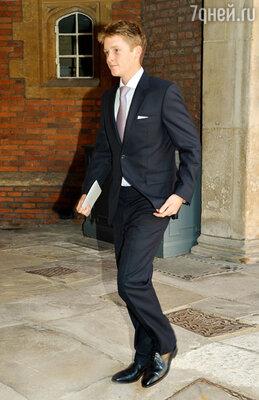 Младший изкрестных— сын герцога Вестминстерского Хью Гросвенор, наследник одного из самых больших состояний вБритании