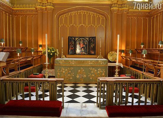 Внутреннее убранство королевской часовни Сент-Джеймсского дворца, гдепрошла церемония
