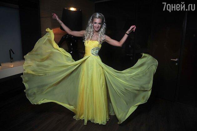 Ольга Бузова в платье от Sherri Hill на закрытом показе коллекции вечерних платьев C&C Dresses by Olga Buzova with love