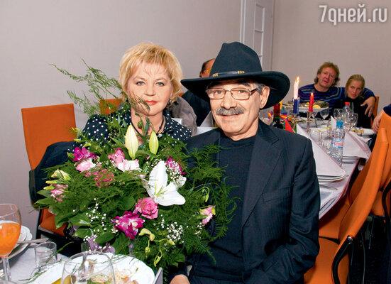 Александр Васильевич с супругой Юлией