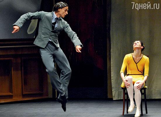 С 1998 года Сергей Филин прошел абсолютно все ступени: стоял с копьем, танцевал в кордебалете, изображал толпу, шаг за шагом поднимаясь наверх