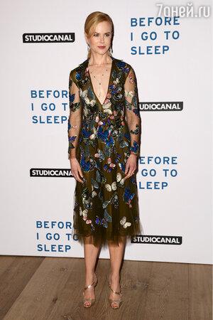 Николь Кидман в платье от Valentino и босоножках от Christian Louboutin на премьере фильма «Прежде, чем я усну»