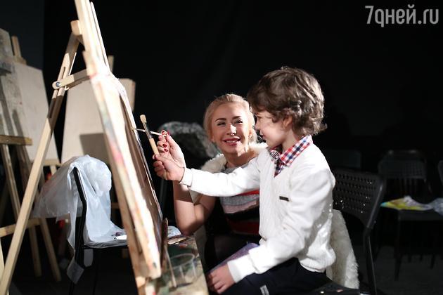 Анастасия Гребенкина с сыном Ваней