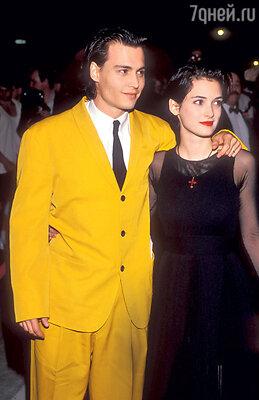 Помолвка Джонни Деппа с Вайноной Райдер длилась три года, но браком таки не завершилась. 1990 г.
