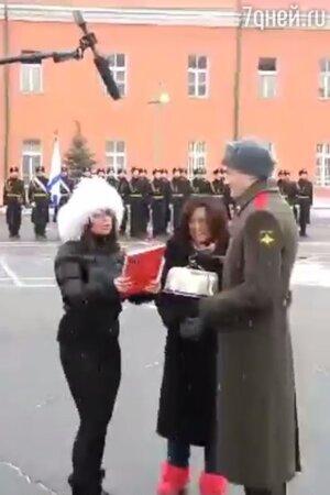 Наташа Королева поздравила с 23 февраля военнослужащих в Отдельном комендантском Преображенском полку