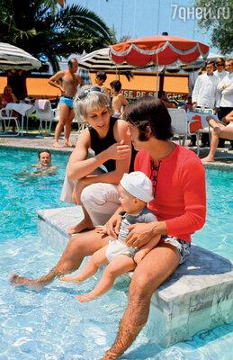 Николь была моей тихой гаванью. Я всегда возвращался к ней. На фото: с женой и сыном Энтони
