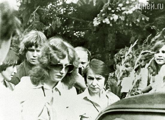 Людмила Дороднова с Аллой Пугачевой. Концерт в «Олимпийском», 1980 г.