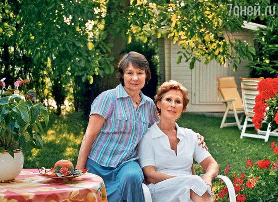В начале 70-х Лариса Мондрус уехала в Германию. Она и меня с собой звала, но я отказалась