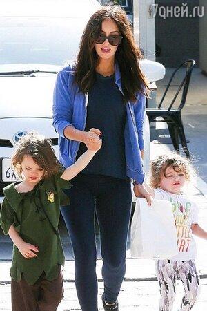 Меган Фокс с сыновьями