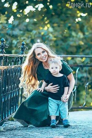 Супруга Стаса Пьехи — Наталья Горчакова с сыном