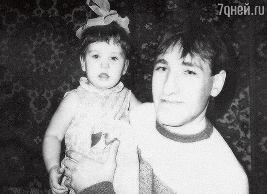 С папой Петром Николаевичем. 1988 г.