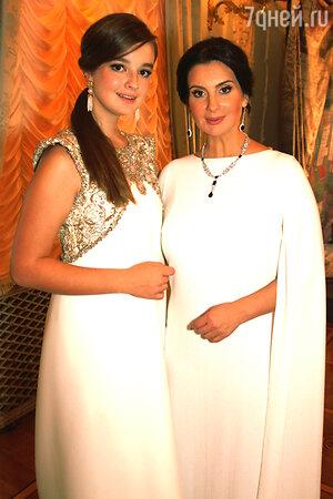 Екатерина Стриженова с младшей дочерью Александрой