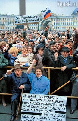 Борис Стругацкий участвовал в митингах в защиту Гдляна и Иванова, против ГКЧП и в других. Ему казалось, что отсиживаться дома значит рисковать будущим