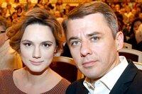 Петренко впервые вышел с женой в свет после рождения младшей дочери
