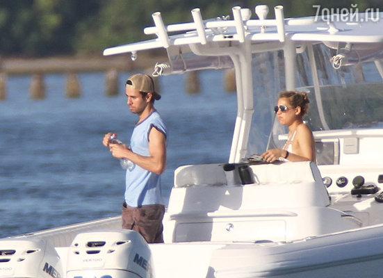 «Мы с Анной часто выходим в море, она отлично умеет управляться с яхтой. На морские прогулки мы берем с собой наших собак»
