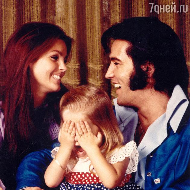Элвис и Присцилла Пресли с дочерью Лизой Марией