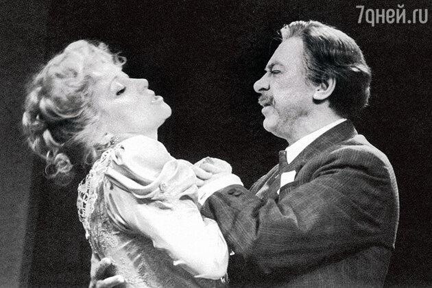 Ирина Мирошниченко и Олег Ефремов в спектакле «Дядя Ваня». 1988 г.