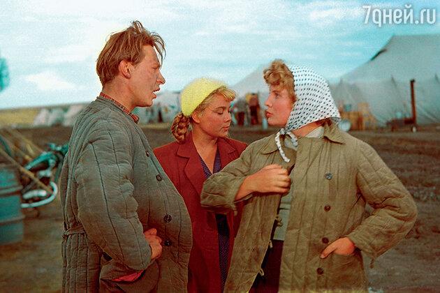 Олег Ефремов с Ниной Дорошиной и Татьяной Дорониной  в фильме «Первый эшелон». 1955 г.