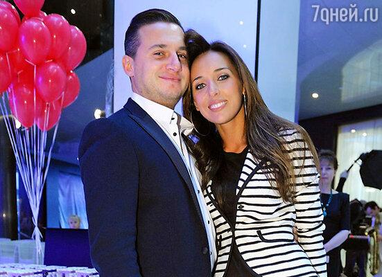 Певица Алсу с мужем