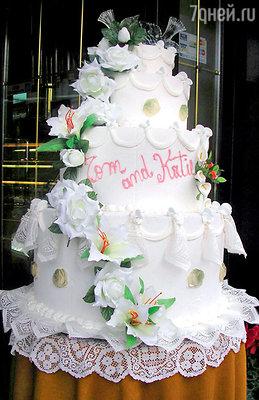 Торт, изготовленный для Тома по специальному заказу, былнастоящим произведением искусства