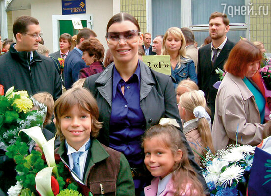 Лада Дэнс с сыном Ильей и дочерью Лизой