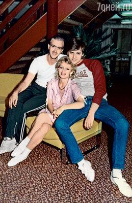 В 89-м мы с мужем навсегда уехали в Канаду. Игорь справа от Тани