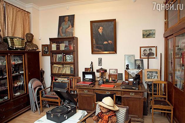 Часть интерьера музея — стол заместителя Лаврентия Берии