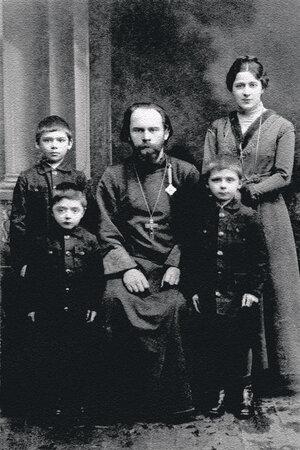 Александр Иванович и Екатерина Николаевна Боярские с сыновьями