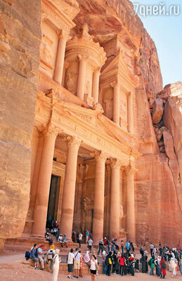 Символ Петры — мавзолей Хазне-эль-Фарун — место паломничества миллионов туристов со всего мира