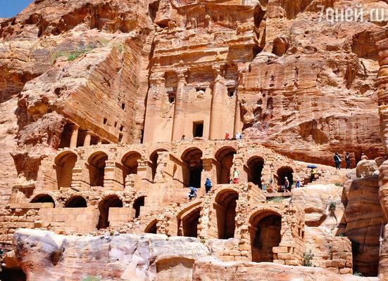 Монастырь Эд-Дейр, вырубленный в скале