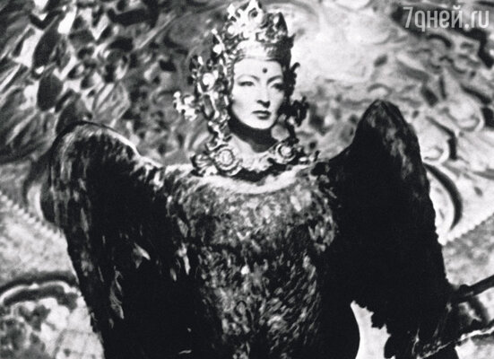 В фильме «Садко» Лиля сыграла птицу Феникс. Это сказочное существо в перьях и с маминым лицом все повторяло: «Спите, спите...»