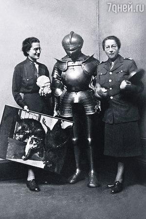 Роз Валлан (справа) –  куратор средневекового искусства в Лувре