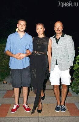 Федор Бондарчук с женой Светланой и сыном Сергеем на закрытой вечеринке «Централ Партнершип»