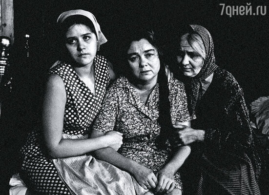 Простых деревенских женщин сыграли Янина Лисовская, Нина Дорошина и Наталья Тенякова