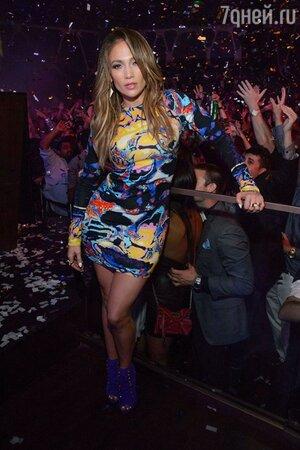 Дженнифер Лопес в Лас-Вегасе в платье от дизайнера Christopher Kane, 2013 год