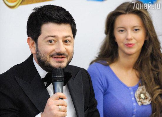 Михаил Галустян с актрисой Натальей Костенёвой