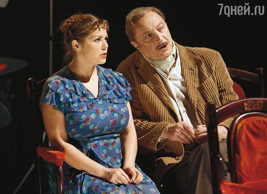 Михаил Козаков играет кинооператора, первого мужа актрисы