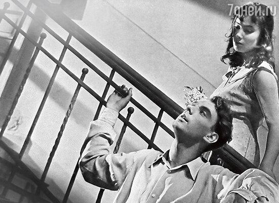 «Это Баталов придумал образ Вероники. Взялобуглившиеся спички и провел мне стрелки навеках. Сказал: «Ты так должна ее сыграть, чтобы все девушки захотели нарисовать себе такие стрелки!» (Татьяна Самойлова и Алексей Баталов в фильме «Летят журавли». 1957 г.)
